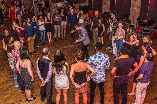dance-teaching-group-class