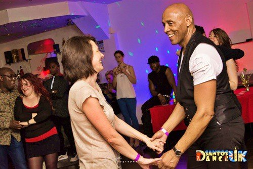 Students dancing bachata atRhythm and Vibes Dance school in Tooting